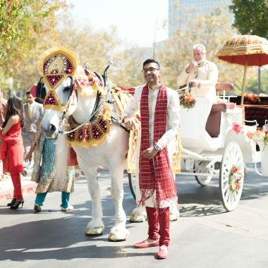 horse-carriage-silvy-chirag-indian-wedding