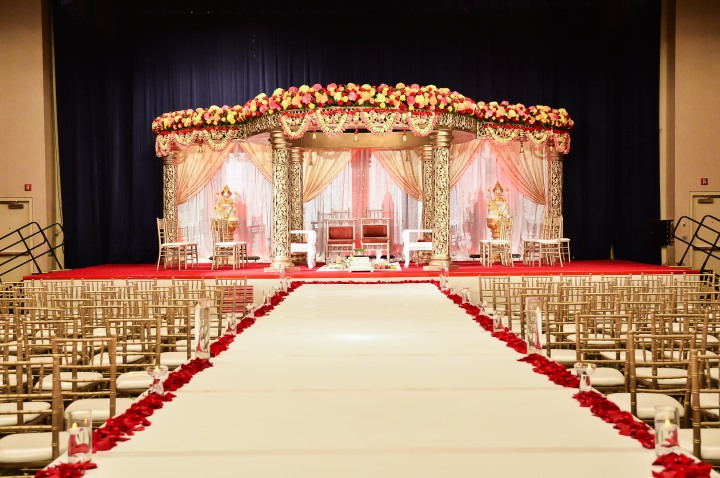 Indian-wedding-mandap-indoors-circular-fire-Hindu-ceremony-Greycard-Photography