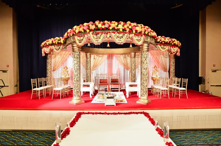 Indian-wedding-mandap-indoor-Hindu-ceremony-fire-Greycard-photography-Deeptis-florals