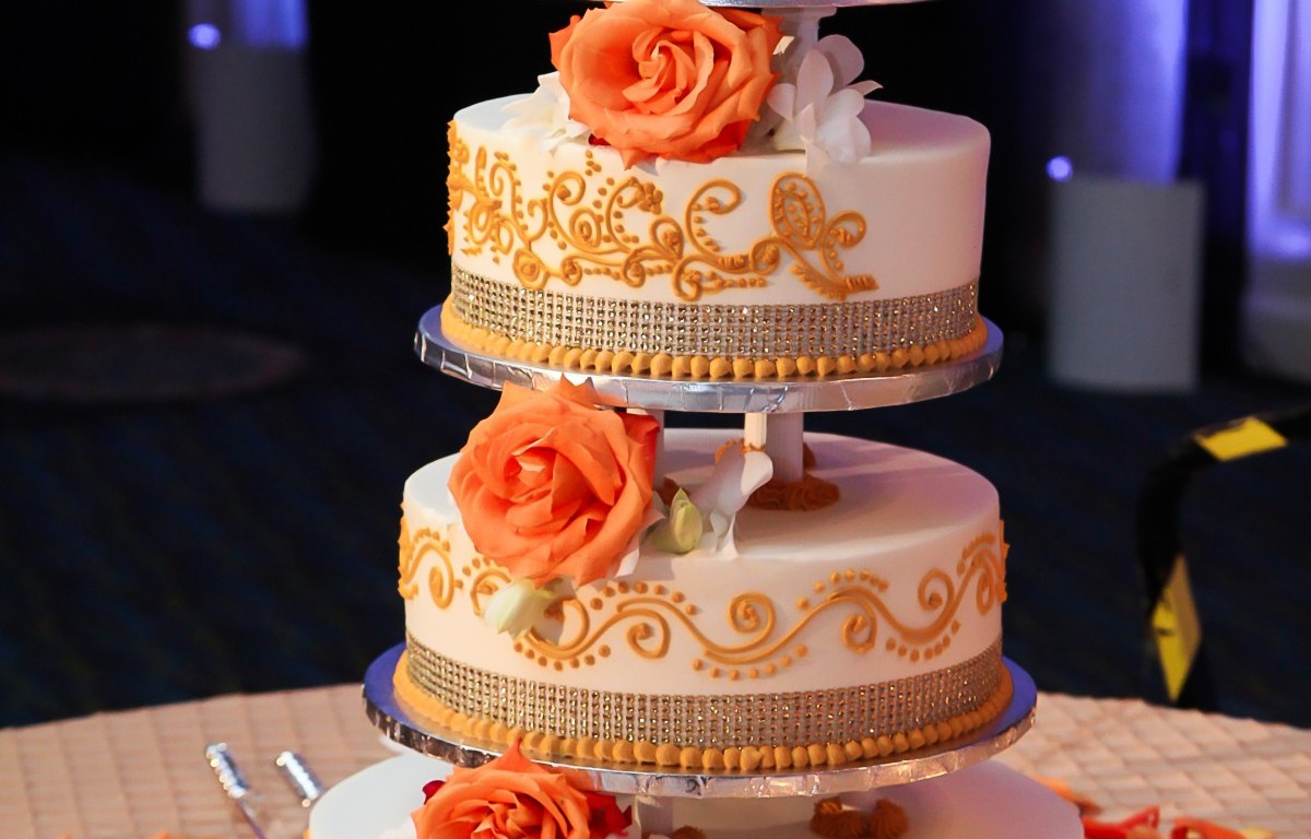 Cake For Mehndi Ceremony : Indian wedding reception cake mishap u2013 venues in