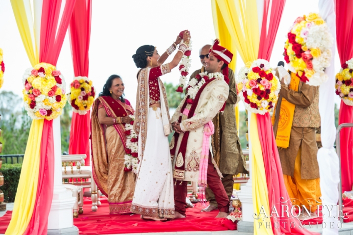 Reha-Vijay-Newport-Beach-Marriott-South-Asian-wedding-Indian_wedding-Hindu-Jain-North_Indian-Gujarati-lehenga-sera-Rose-Garden-varmala