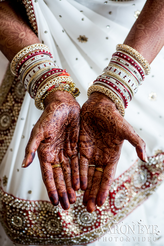 mehndi-bride-dulhan-Indian-wedding-ceremony-phere-hands-white-sari-panetar-Gujarati-North-Indian-Jain-Hindu-Newport-Beach-Marriott-Aaron-Eye-photography