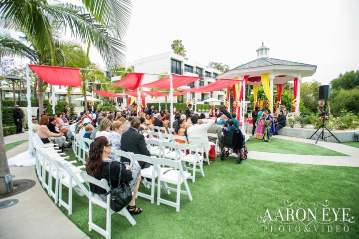 Reha-Vijay-Newport-Beach-Marriott-South-Asian-wedding-Indian_wedding-Hindu-Jain-North_Indian-head-table-ballroom-Aaron-Eye-Photography-Rose-Garden