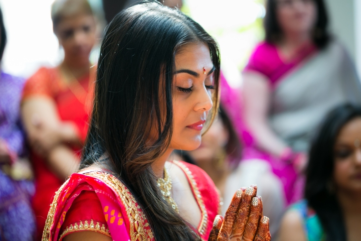 Indian bride doing pooja before her Gujarati, Indian, Hindu wedding ceremony