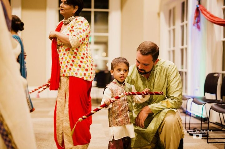 Indian-wedding-Avni-Taylor-Paul-Gero-photography-Hindu-garba-raas-Gujarati