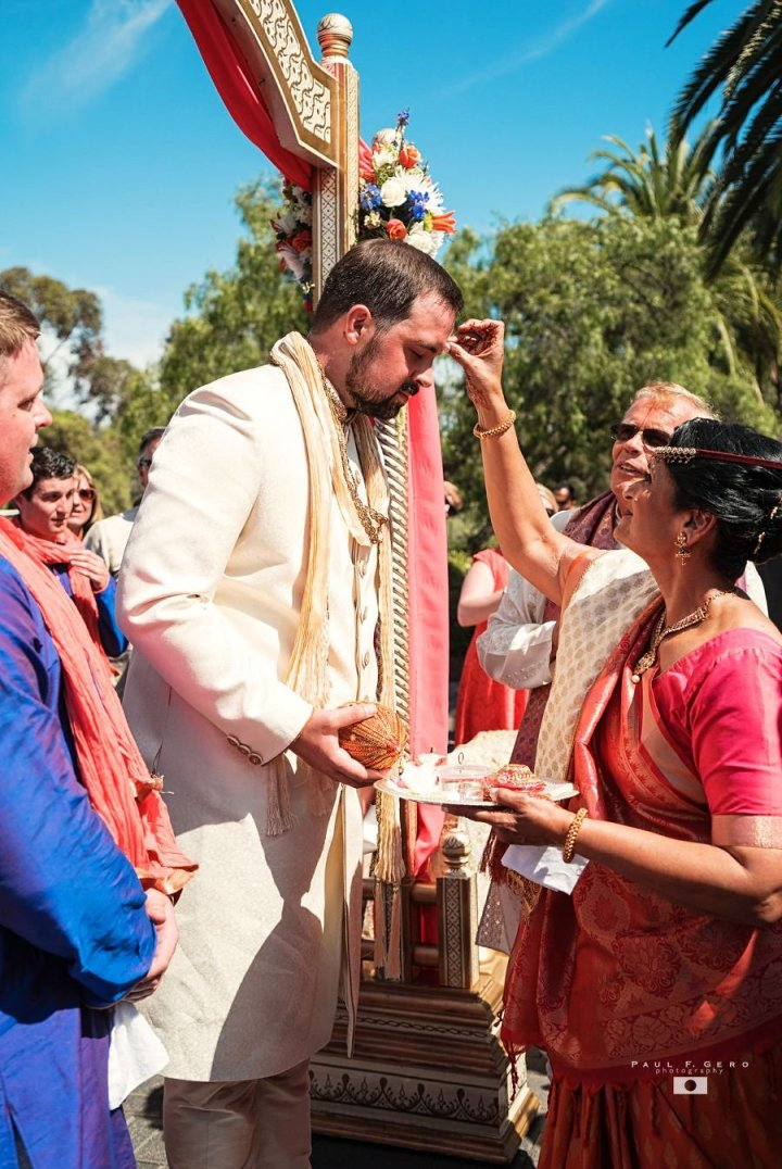 Indian-wedding-Taylor-Avni-Paul-Gero-Photography-South-Asian-wedding-baraat-horse-dulha-swagat-welcome-tika-Hindu