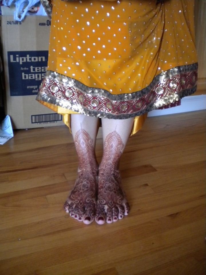 Indian bride's hands with mehndi on her feet