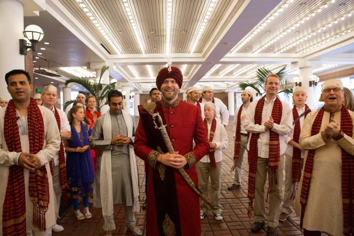 Canadian groom dressed in a sherwani and pagadi for his Sikh Anand Karaj.