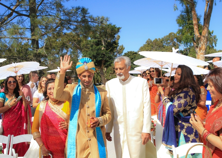 ing-venue-Hindu-wedding-groom-dad-walk-down-aisle-mandap