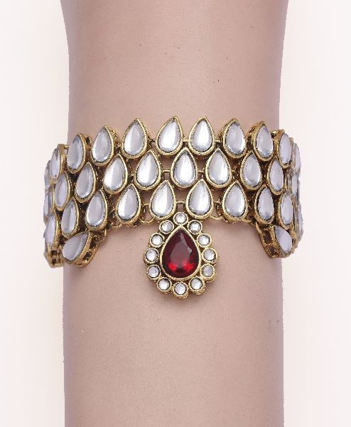 amlet with kundan stones and red pendant
